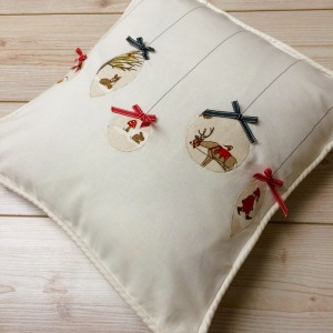 Homemade Christmas Cushion Cover poppysews.com